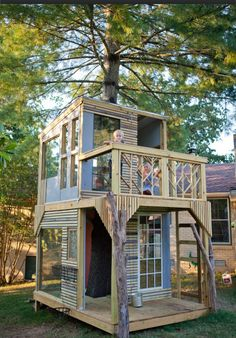 From simple tree house plans for kids to the big ones for adult that you can live in. If you're looking for tree house design ideas. Find and save ideas about Tree house designs. Tree House Designs, Tiny House Design, Cubby Houses, Play Houses, Casas Club, Modern Kids, Modern Art, Cabana, Second Floor