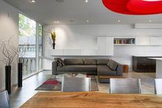 Minimalistische Residenz in Ottawa: Elegante Umwandlung einer Scheune