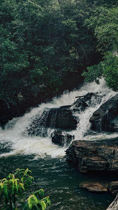 Wallpaper para celular da maior queda da Cachoeira da Usina Velhas em Pirenópolis-GO, veja mais fotos desse lindo lugar no link!   #pirenopolis #background