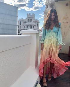 """Sara Carbonero on Instagram: """"🌈 """"Que te traigan flores todas las mañanas , que no pases noches sin dormir, que el sueño se pose en tus pestañas , que uno de esos sueños…"""" Boho Summer Dresses, Hippie Dresses, Summer Dresses For Women, Boho Dress, Floral Fashion, Boho Fashion, Fashion Dresses, Fashion Spring, Vestido Multicolor"""