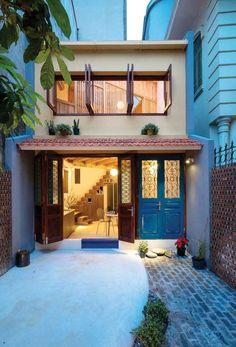 60 Fachadas de Casas Pequenas e Simples Para Você se Inspirar - Narrow House, Estilo Colonial, Small House Design, Facade House, Animal House, Diy Garden Decor, House Rooms, Home Fashion, My Dream Home