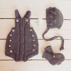 """Winter is coming... ⛄ ❄ ⛄  #pontinhosmeus #babyclothing #babyromper #babyknits #knittersofinstagram #knittingforkids #babyfashion #instababy #babyknitting"""