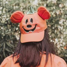 Honestly this is my favorite HAT to wear at Disney! 🎃  ⠀⠀⠀⠀⠀⠀  ——————————————⠀⠀⠀⠀  ⠀⠀⠀⠀⠀⠀  I don't get why all the kids get all fun and cute clothes and accessories at Disneyland. I really hope one day they will think that the adults want hats to fit their heads too! Especially when they are looking this cute! ⠀⠀⠀⠀⠀⠀  ——————————————  ⠀⠀⠀⠀⠀⠀  I remember buying this hat