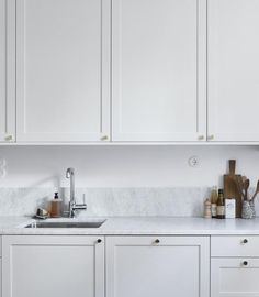 It is easier than you think to take your kitchen from builder grade to gorgeous on a budget! These kitchen makeover secrets will save you money and give you great ideas! Green Kitchen, New Kitchen, Kitchen Dining, Kitchen Decor, Dining Room, Kitchen Tiles, Kitchen Countertops, Kitchen Cabinets, Cheap Kitchen