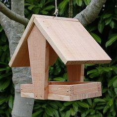 Mangeoire oiseaux à suspendre, mangeoire oiseaux grand plateau couverte en bois massif pin douglas. Fabrication artisanale
