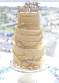 Tarta con volantes para boda en la playa | 24 Tartas de Boda Originales y Decoradas con Fondant