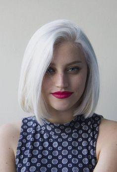 Cheveux blancs carré aux épaules color I'm going for!!!
