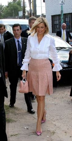 Queen Maxima of the Netherlands Royal Fashion, Timeless Fashion, Classy Outfits, Casual Outfits, Queen Dress, Queen Maxima, Work Fashion, Skirt Outfits, Well Dressed