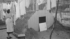 Woman hanging out the washing, above the Anderson shelter in her garden Bunker, Rare Photos, Vintage Photographs, Anderson Shelter, Old London, Blitz London, Home Guard, Bomb Shelter, Ww2 Pictures