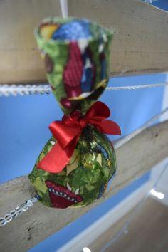 Enfeite de Natal: Tecidos com tema natalino.
