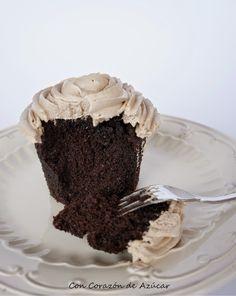 El mejor Cupcake de Chocolate {testeado por más de 50 pasteleros}   Con Corazón de Azúcar