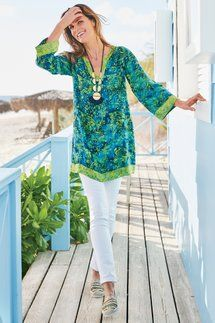 Tropical Outfit, Sewing Shirts, Over 50 Womens Fashion, Boho Outfits, Jeans Style, Tunics, Blouses, Dressing, Tunic Tops