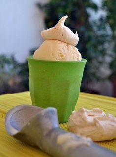Εξωτική γεύση κι ενδιαφέρουσα υφή χαρακτηρίζουν αυτό το ιδιαίτερο παγωτό που οφείλεται κατά κύριο λόγο στα σπασμένα μπεζεδάκια καρύδας που βρίσκει κανείς τρώγοντας. Υλικά για 6 άτομα: 400ml γάλα καρύδας…