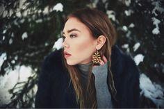 Big pinecone earrings  Photo: Milla Grönman Malli: Mari Talvio
