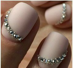 Now that's what I call FANCY NAILS!!
