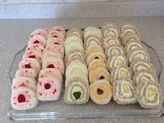 Pinwheel tea sandwiches are easy to make! More (fancy chrismas party ideas) Menu Brunch, Tapas, Finger Sandwiches, High Tea Sandwiches, Pinwheel Sandwiches, Bridal Shower Sandwiches, Cucumber Sandwiches, Victorian Tea Party, Snacks Für Party