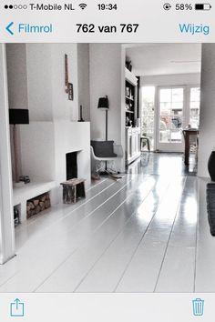 Marieke en haar gezin in hun jaren `20 woning - Inspiratie voor je interieur White Rooms, White Bedroom, White Painted Floors, Home Suites, Duplex, Minimalist Home Interior, White Houses, Black Decor, Living Room Bedroom