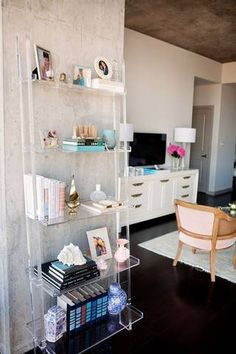 Cheap Lucite Furniture Ideas For The Home Find inspiration on how to unexpectedly and cheaply decorate with lucite furniture in your home. From a bar cart to a rare kitchen island, we're sure you will love domino's cheap lucite furniture decorating ideas. Feminine Apartment, Small Apartment Bedrooms, Apartment Bedroom Decor, First Apartment, Apartment Furniture, Small Apartments, Apartment Living, Living Room, Apartment Layout