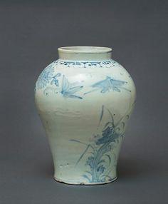 (Korea) Blue and White Porcelain Jar. ca 18th century CE. Joseon Kingdom, Korea. 백자청화국화초충문호 白磁靑菊花草蟲紋壺