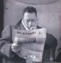 « J'aime mieux les hommes engagés que les littératures engagées » écrivait Camus dans ses Carnets de 1946. La citation pourrait être mise en exergue de l'exposition qui se tient du 4 février au 15 mars à la bibliothèque du 27, dans les vitrines à l'entrée. Intitulée « Albert Camus et la politique », elle retrace brièvement -et trop brièvement peut-être – les engagements de l'écrivain, à l'occasion du centenaire de sa naissance.