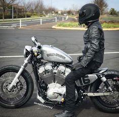 Harley Davidson News – Harley Davidson Bike Pics Bobber Motorcycle, Bobber Chopper, Motorcycle Clubs, Motorcycle Garage, Custom Harleys, Custom Motorcycles, Custom Bikes, Hd Sportster, Harley Davidson Sportster