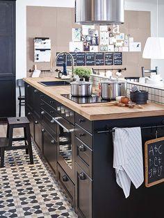 Grande #cuisine ouverte de style #industrielle ! http://www.m-habitat.fr/par-pieces/cuisine/une-cuisine-a-la-deco-industrielle-3257_A