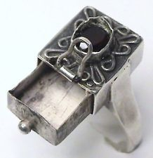 If I had a poison ring this cool I'd HAVE to keep poison in it.