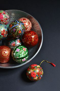 The most beautiful tree decorations with intricate designs, all painted by hand by cooperatives in Kashmir.