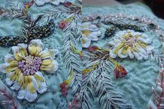 The stippled background. Embroidery Motifs, Silk Ribbon Embroidery, Embroidery Ideas, Silk Flowers, Fabric Flowers, Fun Crafts, Arts And Crafts, Crazy Patchwork, Textiles