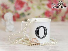 Buchstabentasse von my beautytree! Verschenke eine Tasse an einen Freund mit den Anfangsbuchstaben seines Namens oder Spitznamens. http://sheepworld.de/shop/my-beautytree/Buchstaben-Tassen/