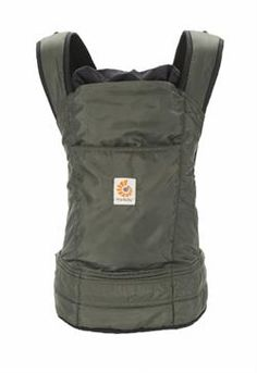 Stowaway Oliven - smart let bæresele i polyester, som nemt kan foldes sammen til næsten ingen ting i bæreselens forlomme se den her : http://www.livrig.dk/shop/stowaway-oliven-293p.html