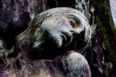 Scary Cemetery | Cemetery statues | Eloko