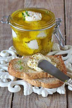 Queijo de iogurte grego marinado /Marinated Greek yogurt cheese balls