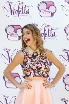 In violetta premiere Disney Channel, Celebrity Couples, Celebrity News, Violetta Disney, Milan, Netflix Kids, Disney Inspired Fashion, Duchess Kate, Disney Style