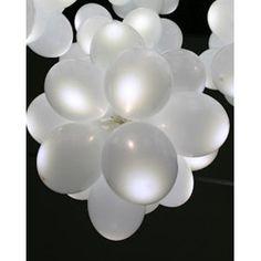 Fotos an weißen LED Luftballons festmachen