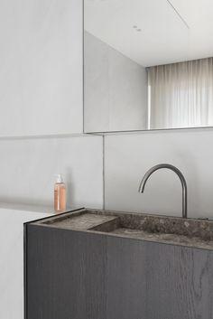 A bathroom in Oostende, Belgium via Krone Kern Modern White Bathroom, Bathroom Red, Rustic Bathrooms, Modern Bathroom Design, Bathroom Interior Design, Bathroom Faucets, Small Bathroom, Bathroom Designs, Sinks