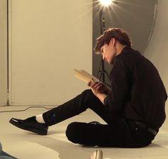 Jonginah, I love to read book Exo Kai, Chanyeol, Kyungsoo, Kim Minseok, Aesthetic Japan, Exo Korean, Shades Of Beige, Brown Aesthetic, Body Poses