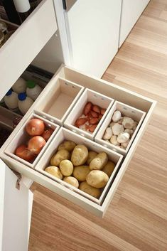 So schafft ihr in der kleinsten Küche jede Menge Stauraum – Style. So you create a lot of storage space in the smallest kitchen - style. Storage for potatoes, onions and Co in boxes for the kitchen. Home Decor Kitchen, Diy Kitchen, Kitchen Interior, Kitchen Storage, Storage Spaces, Kitchen Ideas, Kitchen Hacks, Kitchen Inspiration, Food Storage