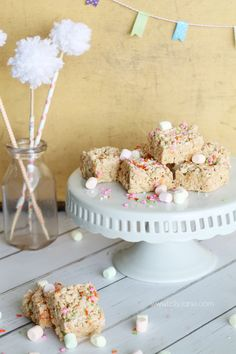 YUMMY Easter/spring rice crispy treats! Great kid helper recipe (: