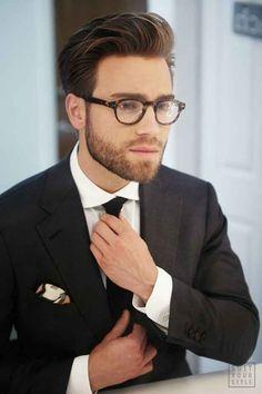0d8b17d149d4a9 23 Hombres guapos con anteojos que van a satisfacer todas tus fantasías