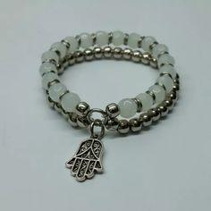 pulsera doble riba mano de fátima perlas blancas y metal Simple Jewelry, Diy Jewelry, Antique Jewelry, Beaded Jewelry, Handmade Jewelry, Jewelry Design, Jewelry Making, Seed Bead Bracelets, Jewelry Bracelets