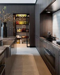 These minimalist kitchen concepts are equal parts serene as well as elegant. Locate the finest concepts for your minimalist design kitchen that fits your preference. Search for amazing photos of minimalist design kitchen for motivation. Kitchen Pantry Design, Best Kitchen Designs, Interior Design Kitchen, New Kitchen, Kitchen Wood, Kitchen Decor, Floors Kitchen, Kitchen Ideas, Kitchen Storage