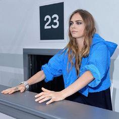 Cara brincando de recepcionista na Chanel (Foto: Reprodução/Instagram)