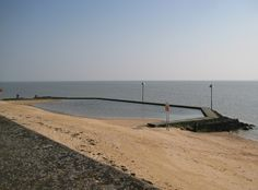 Canvey Island Beach | Essex | UK Beach Guide Best Family Beaches, Uk Beaches, Sun Holidays, Shell Beach, Outdoor Swimming Pool, Windsurfing, River Thames, Picnic Area, Best Fishing