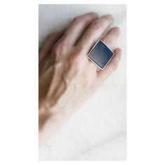 Clássico Copella: anel quadrado ônix