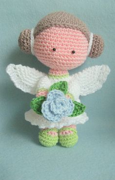 I had great fun crocheting this sweet Flower Angel Amigurimi by Nenne Design. Instant Pattern download in English and Dutch on: http://www.etsy.com/shop/NenneDesign