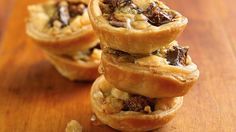 Looking for an elegant yet easy appetizer for your next cocoktail party? These gorgonzola-fig tarts are the perfect combination of savory and sweet, and are easy to make using refrigerated pie crust. Fig Recipes, Pie Crust Recipes, Pie Crusts, Walnut Recipes, Gourmet Recipes, Baking Recipes, Yummy Recipes, Cheese Appetizers, Appetizer Recipes