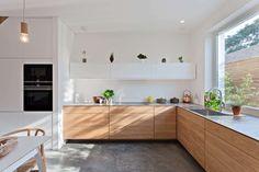 Kitchen at Hindmans Yard house, East Dulwich, by Foster Lomas Diy Interior, Kitchen Interior, Kitchen Dinning, Kitchenette, Updated Kitchen, Bauhaus, Home And Living, Kitchen Cabinets, House Design