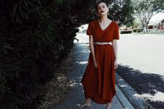 High low rust dress, midi rust dress, summer style, low bun, colourpop cosmetics Prim, outfit inspiration, dress outfits, summer style, wake to wear, v neck dress,
