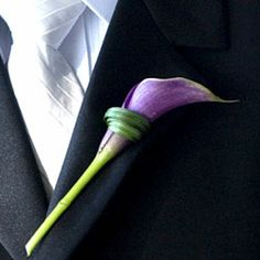 A calla lily shows off a unique twist (literally) on an understated boutonnière.